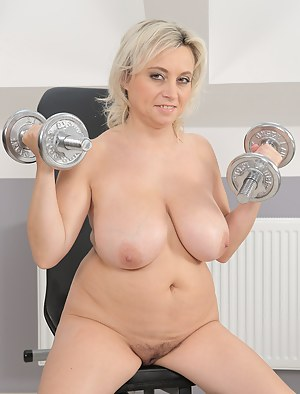Big Tits Gym Porn Pictures